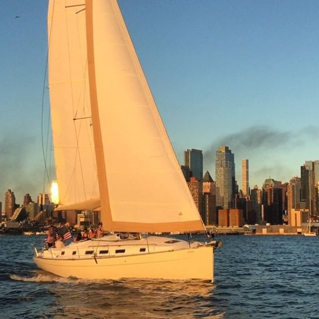 Charging downtown. Gemini stretching her legs under full canvas on what feels more like an early fall night than mid August. #sailing #nyc #beneteau #manhattan #sail #sunset
