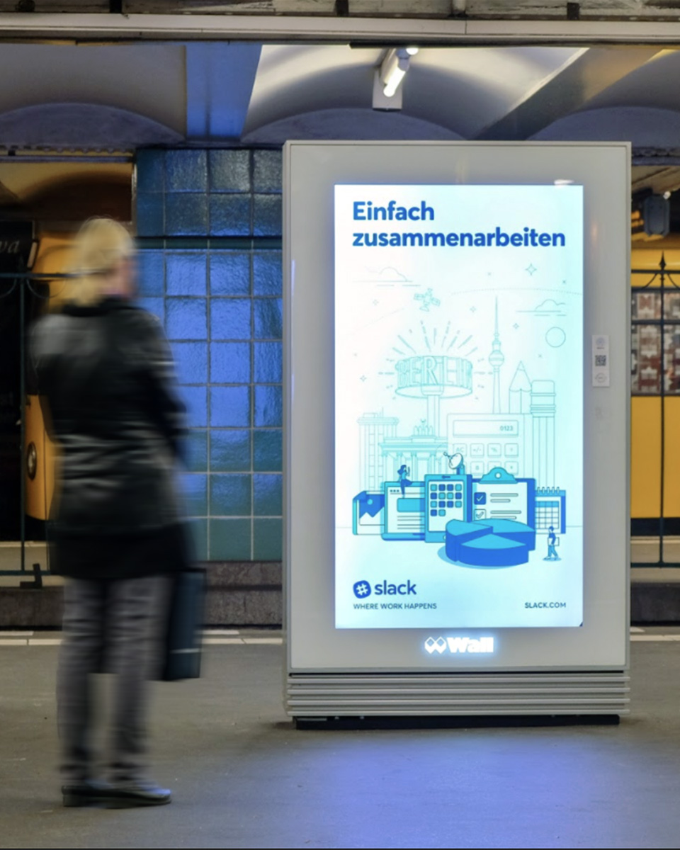 Slack's Einfach zusammenarbeiten German translation of vertical out of home advertising with artwork customized for Berlin markets.