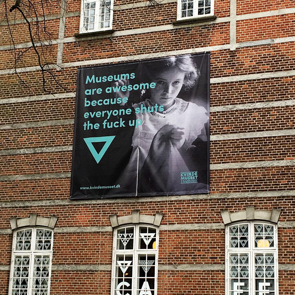 Set på gavlen til Kvindemuseet i Aarhus.