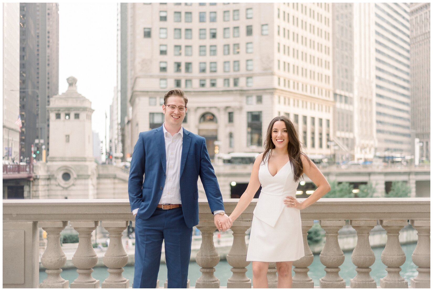 Wrigley Building Chicago Engagement Photos_0004.jpg