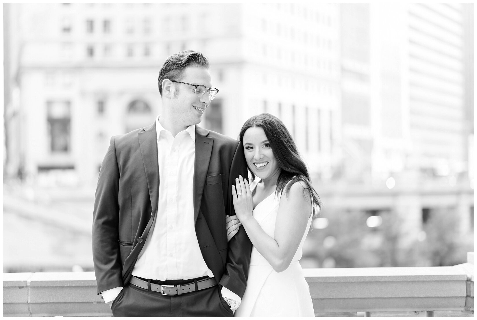 Wrigley Building Chicago Engagement Photos_0006.jpg