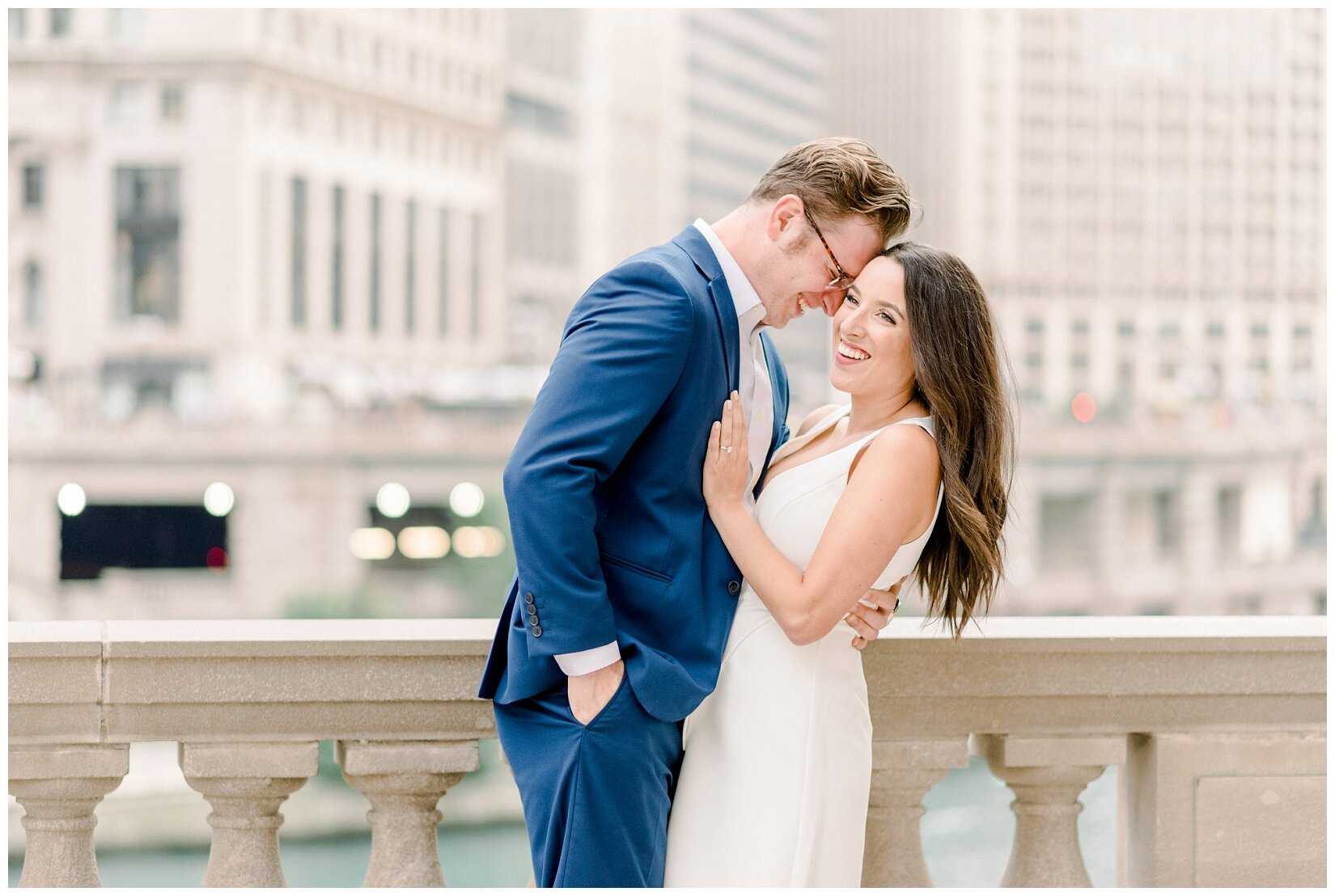 Wrigley Building Chicago Engagement Photos_0009.jpg