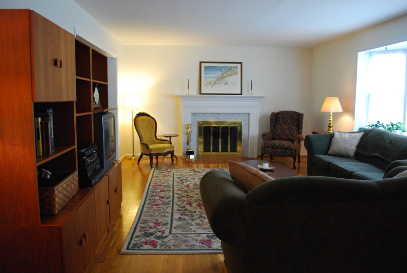 Purged Living Room - Staged for Sale