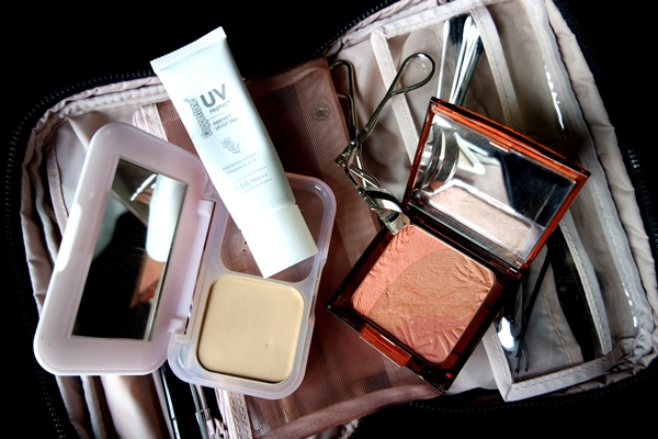 Maybelline Powder, Coppertone Facial sunscreen, Muji eyelash curler, ArtDeco Bronzing Glow Blusher in Queen of the Jungle.