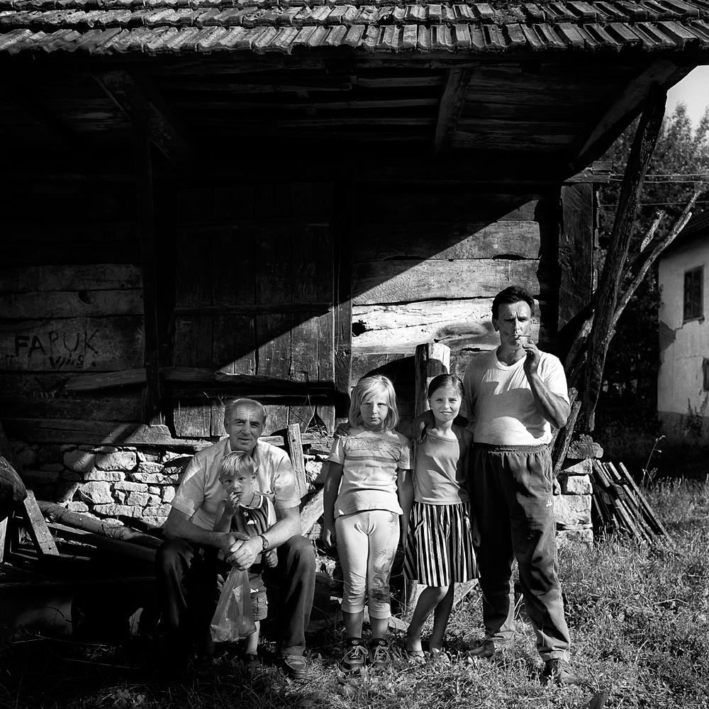 FAMILIE SARAJEVO1.jpg