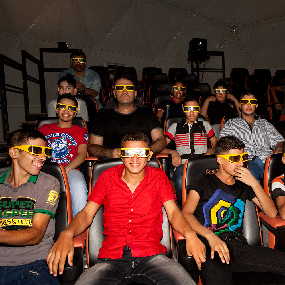 Boys at the 3D-theatre