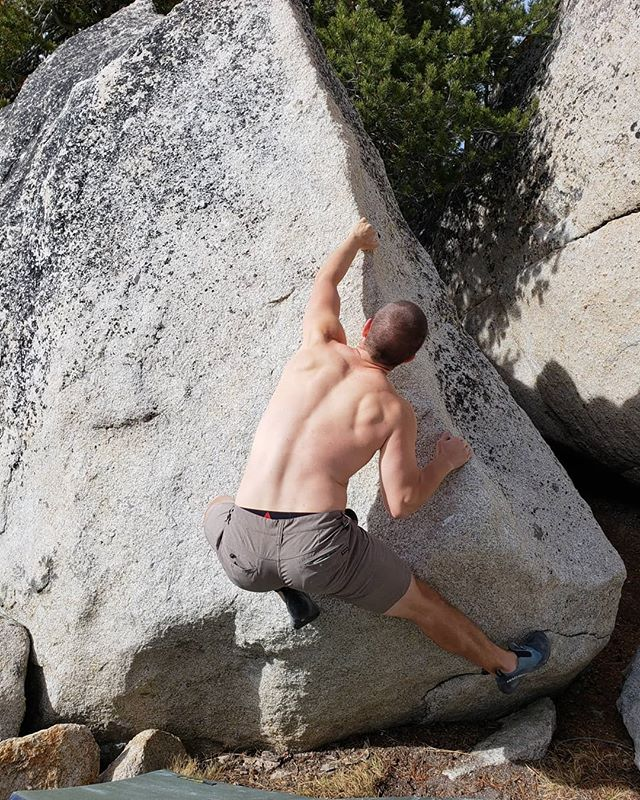 Another great weekend bouldering outside! Learning to try hard at puppy boulders. #yosemite #tuolumnemeadows #boulder