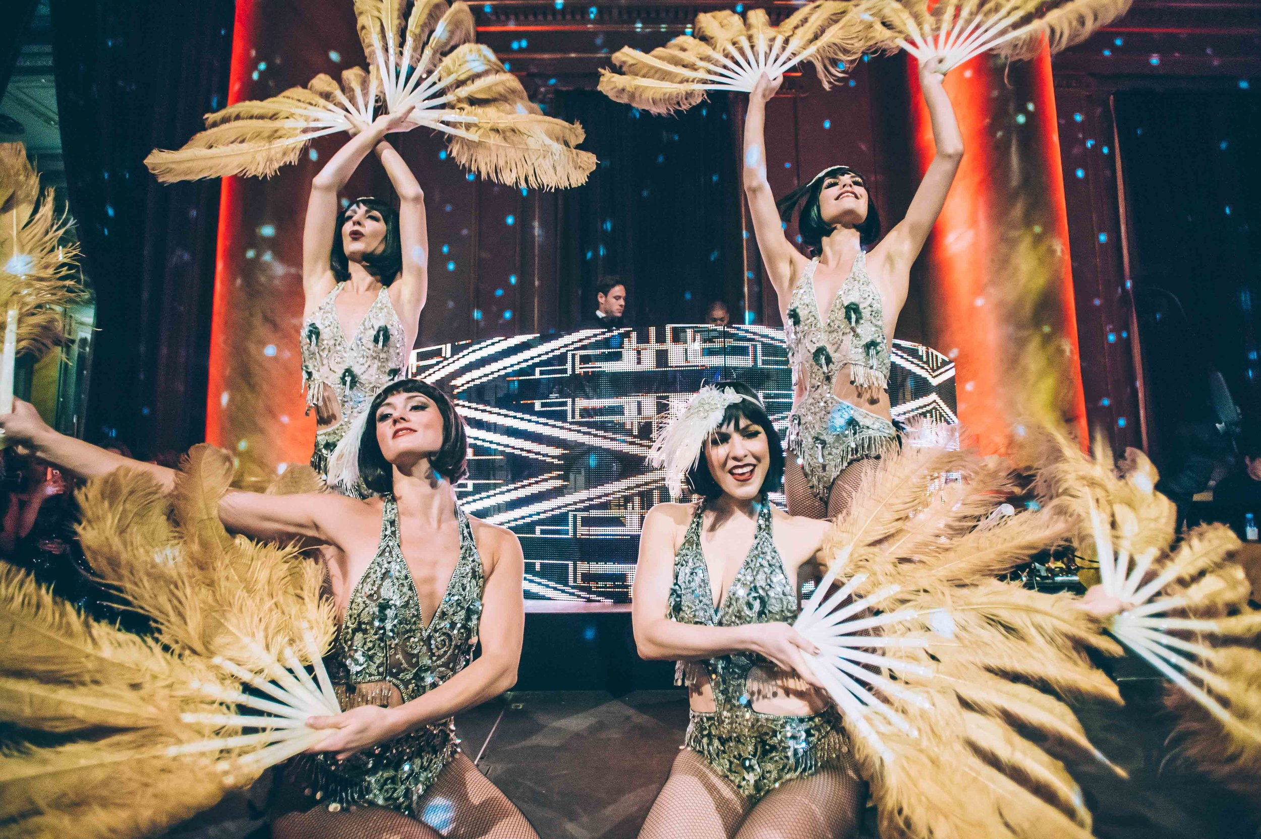 Feather Fan Burlesque Flapper Dancers / Photo: Jane Kratochvil