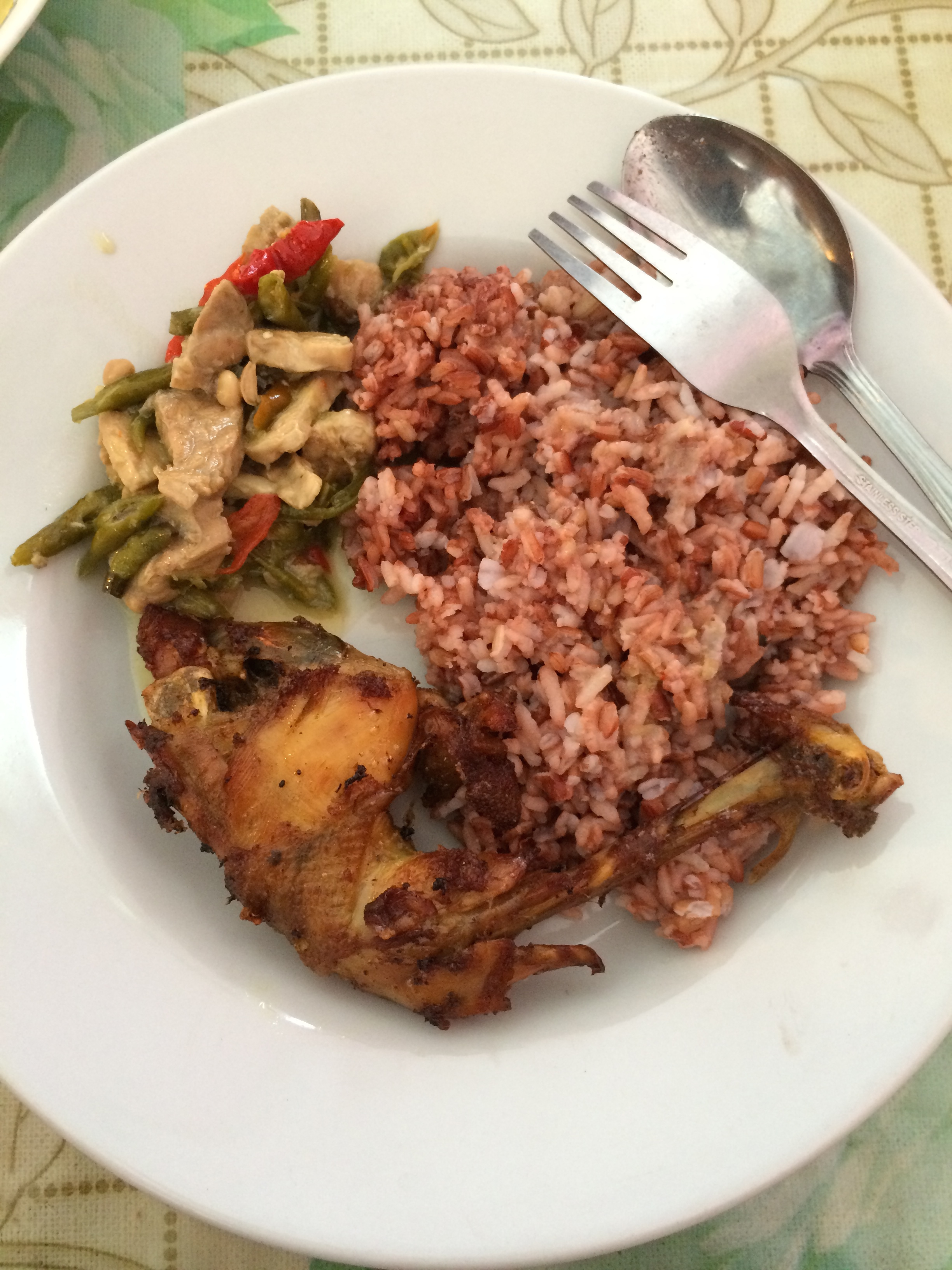Nasi merah (red rice), sayur lombok ijo and a piece of chicken.