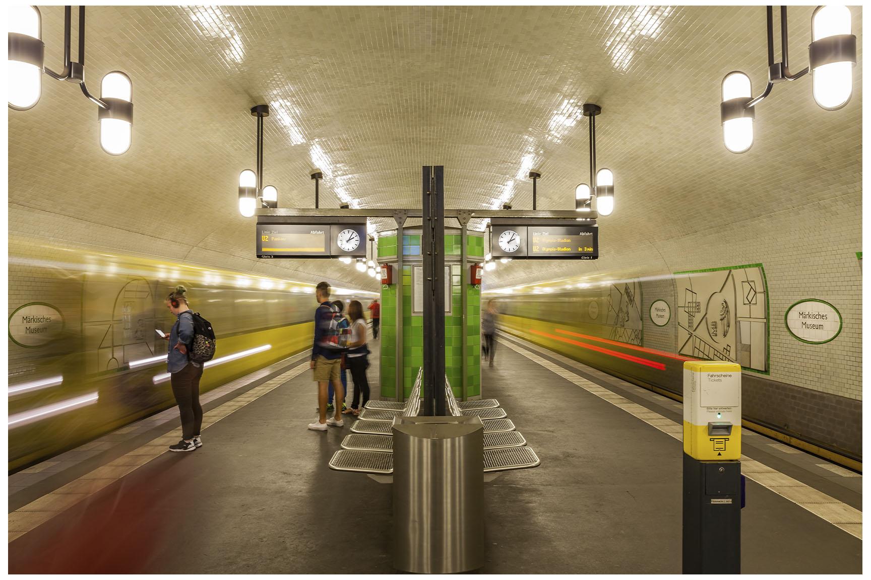 Berlin U-Bahn 2.jpg