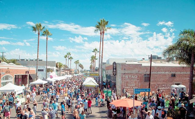 The 35th Annual #AbbotKinney Festival takes place Sunday, September 29, 2019, 10am - 6pm. The Abbot Kinney Festival in Venice, California, spans world-famous Abbot Kinney Boulevard. The mile-long street's eclectic boutiques and artisan eateries infuse the festival with local Venice flavor. Occurring each year on the last Sunday in September, this highly anticipated summertime tradition is 35 years strong and features: free festival admission 350 quality vendors top food trucks and booths kids' rides and games 4 music stages, including KidsQuad stage 3 beer gardens (📷:@venicepaparazzi)