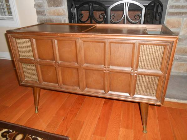 Vintage Magnavox Stereo $40  - Great mid century piece for $40 and the stereo works, this has a lot of potential!