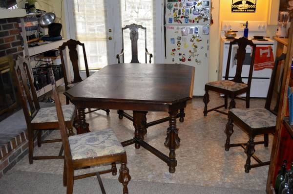 Dining Set with 6 Chairs $100  - Once again another great price for a dining set, a coat of paint and new fabric and this would look great.