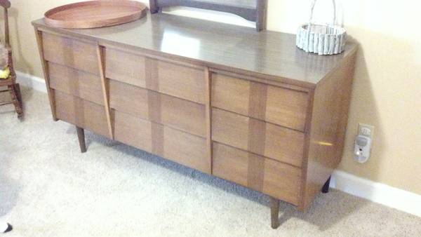 Mid Century Bedroom Furniture $250  (for 4 pieces)