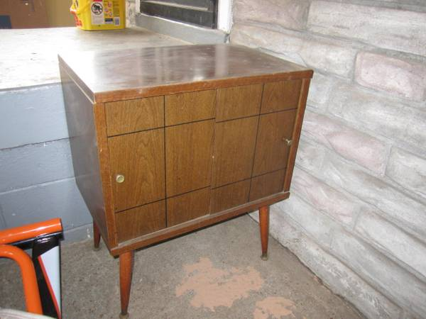 Mid Century Cabinet $15  - For $15 this has a lot of potential.