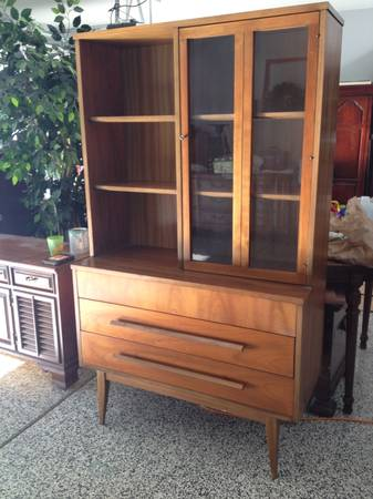 Mid Century Modern China Cabinet/Hutch $350