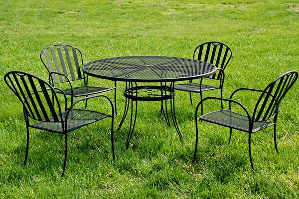 Iron Patio Table and Chairs $90