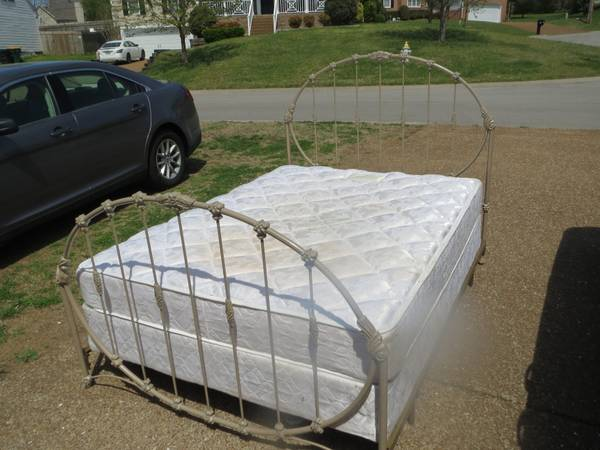 Queen Bed $150 - This is such a pretty bed and would be great painted a fun color. Need some inspiration? Visit my  Pinterest page .