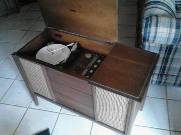 Stereo Cabinet $40