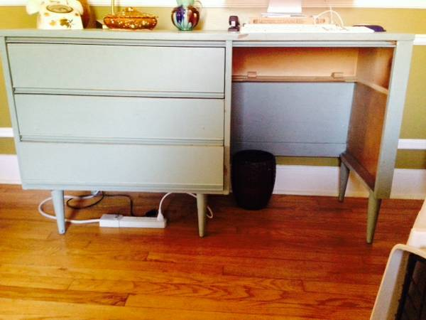 Vintage Desk with Chair $100