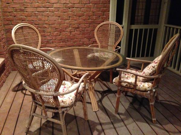 Wicker Dinette Set $150  - I really like this set and think it would look really nice painted - great for a patio or sunroom.