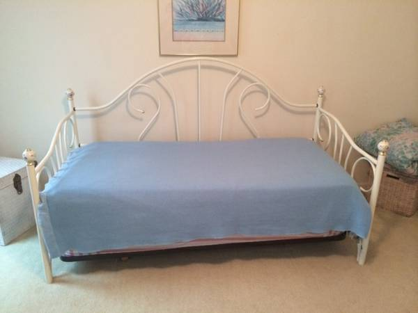 Daybed with Trundle $100