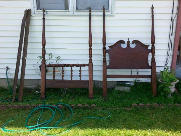 Twin Four Poster $75 - This would be so pretty painted.