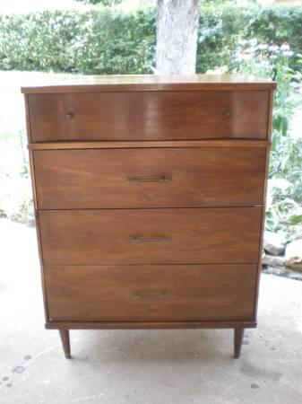 Mid-Century Modern Dresser     $120     View on Craigslist