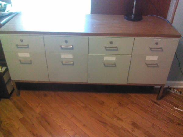 Credenza      $75   This credenza would look great in a mid century modern office and it has a lot of great storage.     View on Craigslist