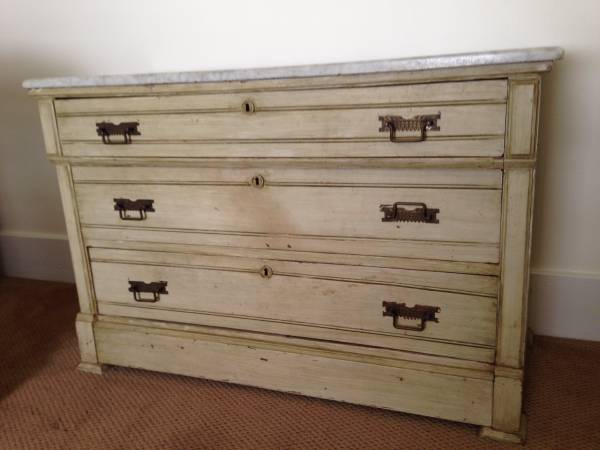 Antique Dresser with Marble Top     $300   This is a beautiful dresser that I think would work in a bedroom or could be really pretty in an entry way with a mirror above it.    View on Craigslist