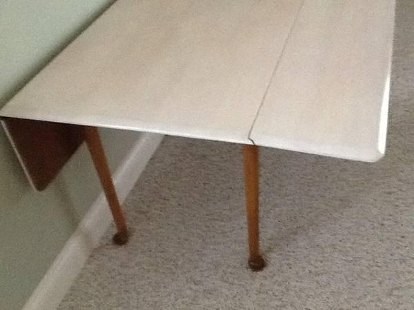 Drop Leaf Table     $29     View on Craigslist