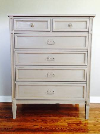 Vintage Chest of Drawers     $195     View on Craigslist