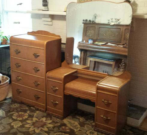Vanity and Chest of Drawers     $125     View on Craigslist