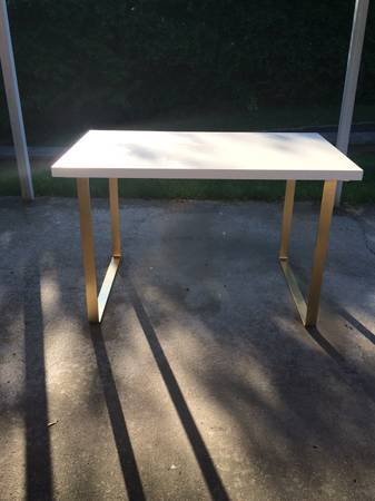 Modern Desk     $150     View on Craigslist