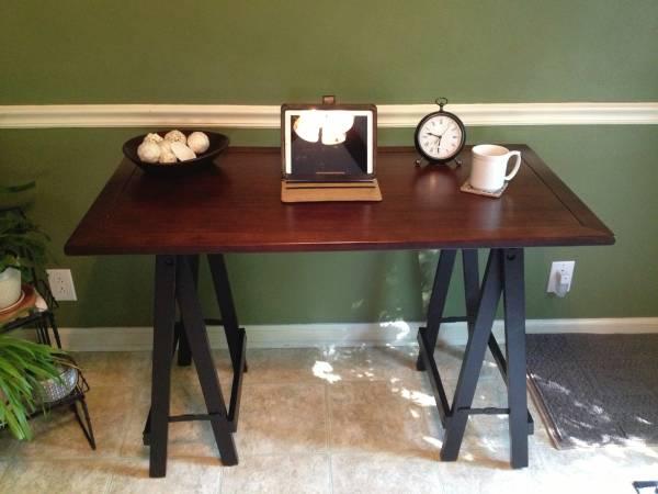 Pier One Desk     $85     View on Craigslist