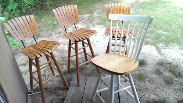 Set of Barstools     $45   I like the 3 matching barstools in the photo, not sure if they are $45 each or $45 for the set.    View on Craigslist
