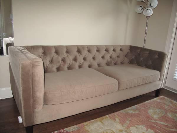 Velvet Tufted Sofa     $600     View on Craigslist