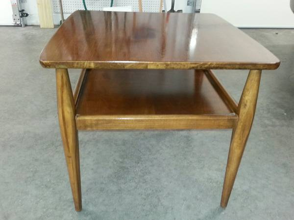 Mid Century Modern Side Table     $50     View on Craigslist