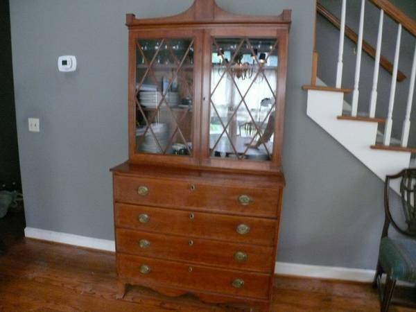 Buffet with Hutch     $150     View on Craigslist