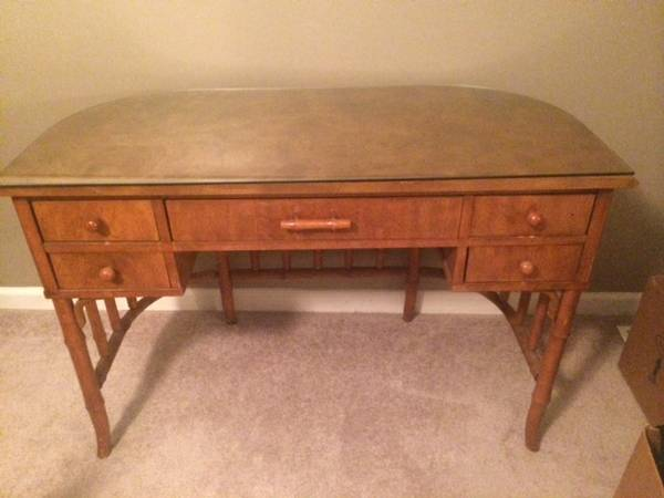 Desk with Bamboo Detailing     $75   This desk would be so pretty painted.    View on Craigslist