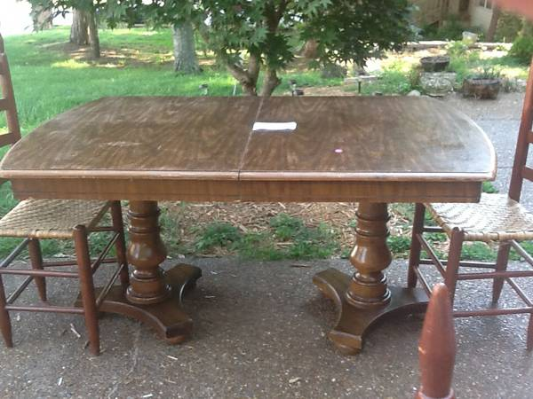 Dining Table     $30   This table just needs a coat of paint and for $30 it is a really good deal.    View on Craigslist
