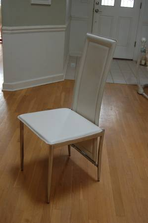 Modern Dining Chairs     $25   There are 6 chairs available.    View on Craigslist