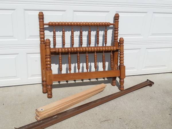 Twin Spindle Bed     $85     View on Craigslist