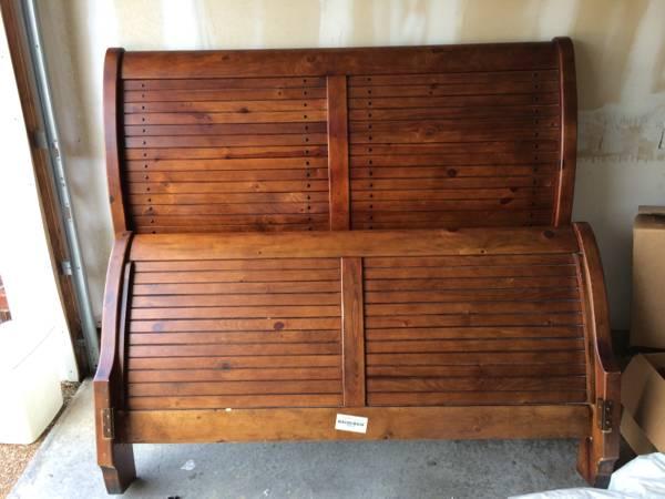 Queen Sleigh Bed     $200     View on Craigslist