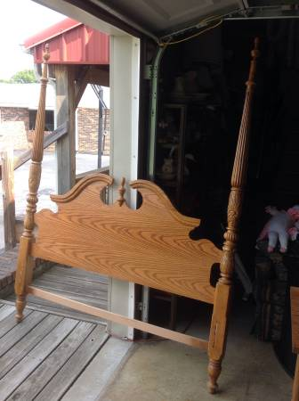 Queen Four Poster     $120     View on Craigslist