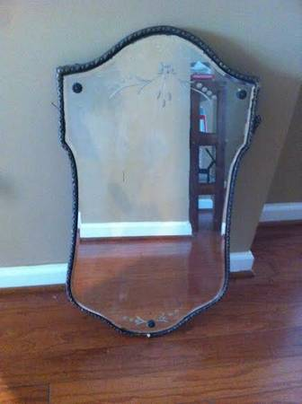 Antique Mirror     $45   This is a gorgeous antique mirror!    View on Craigslist