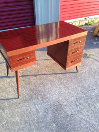 Mid Century Modern Desk     $150     View on Craigslist