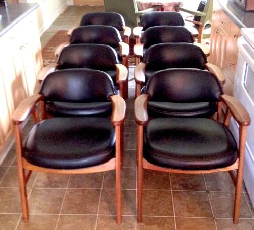 Set of Mid Century Modern Chairs     $425     View on Craigslist