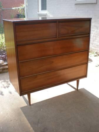 Mid Century Modern Dresser     $250     View on Craigslist