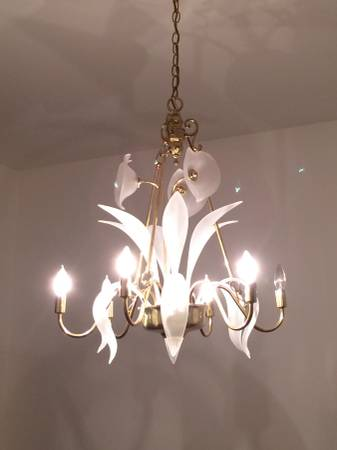 Vintage Calla Lily Chandelier     $40   I really like this chandelier, could be left brass or could be painted.    View on Craigslist